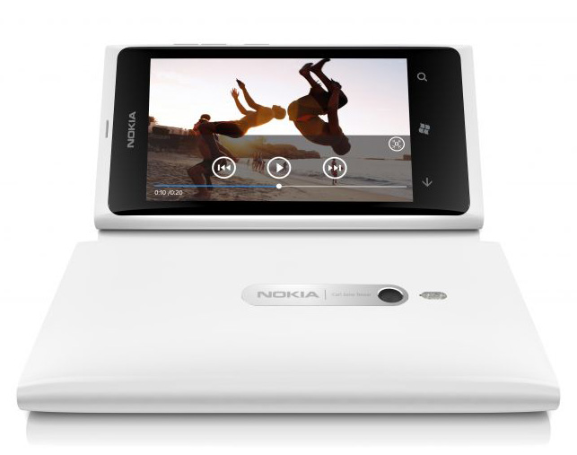 700-nokia-lumia-800-white-video-screen