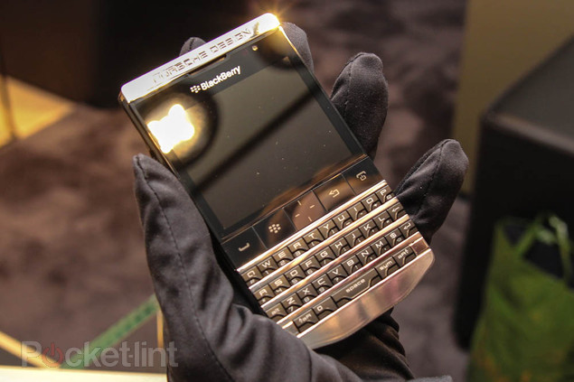 blackberry-porsche-design-titanium-phone-3