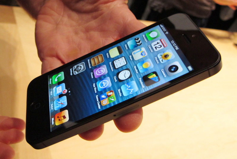 iPhone-5-en-mano